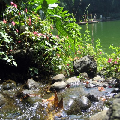 Segarnya aliran air di Kampung Sampireun Resort & Spa, Garut