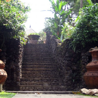 Jalan menuju spa, pool dan sauna di Kampung Sampireun Resort and Spa