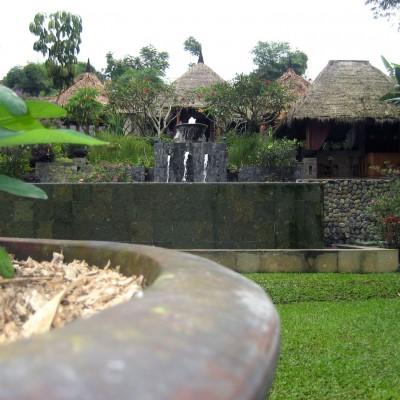 Kolam renang di Kampung Sampireun Resort and Spa