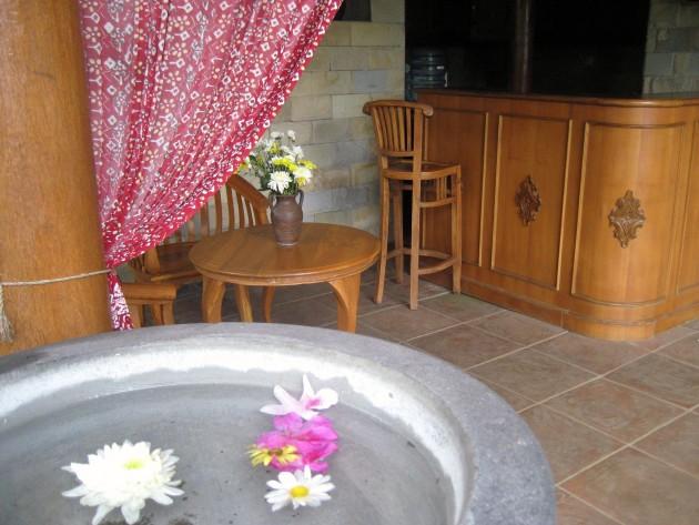 Suasana spa, pool dan sauna di Kampung Sampireun Resort and Spa