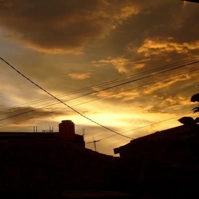 Langit sore berawan jingga