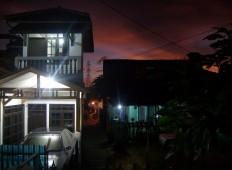 Pemandangan malam - sekitar rumah