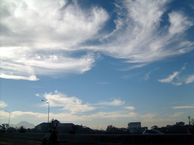Langit dengan awan berombak 1