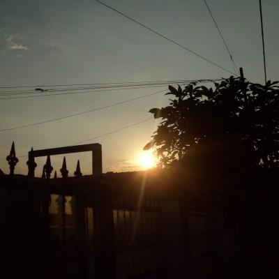 Pemandangan langit sore depan rumah 2