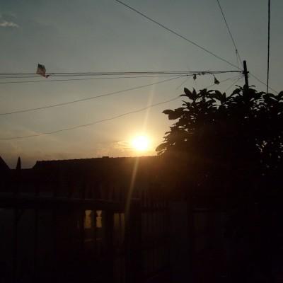 Pemandangan langit sore depan rumah 3