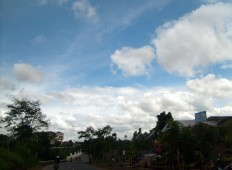 Pemandangan langit Pemkot Cimahi siang hari 2