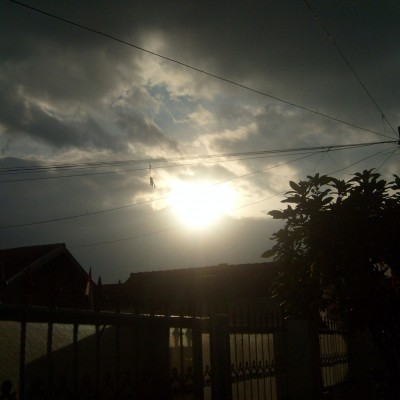 Pemandangan langit menjelang senja