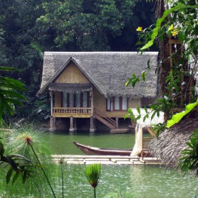 Bungalow di pinggir danau, Kampung Sampireun, Garut
