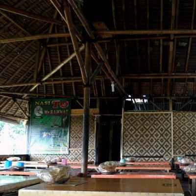 Suasana Rumah Makan Nasi TO Mr Rahmat
