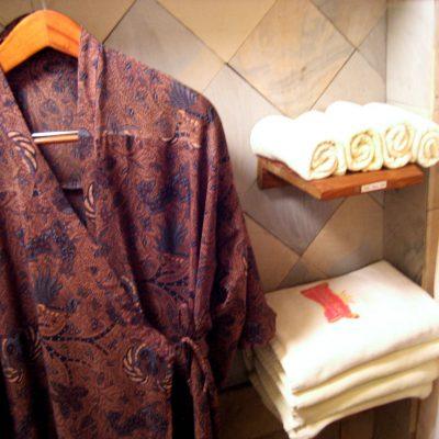 Spa Kampung Sampireun Garut - pakaian spa