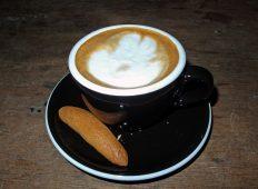 Cappuccino di Warkop Udin Wati (tampak samping)
