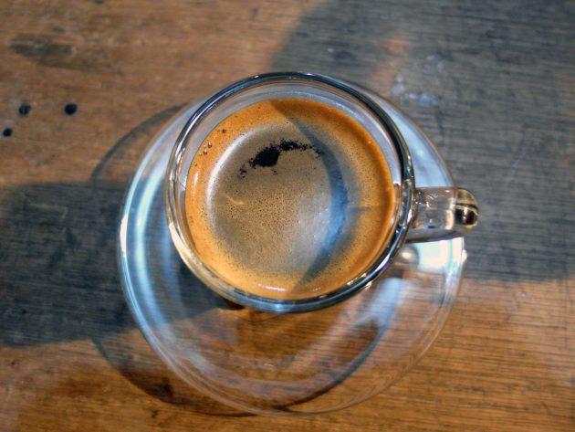 Secangkir espresso di Warung Kopi Udin Wati, Cimahi.