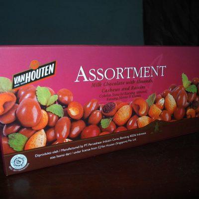 Kemasan karton coklat butir Van Houten Assortment